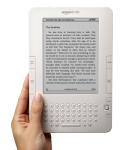 Hand holding a kindle.